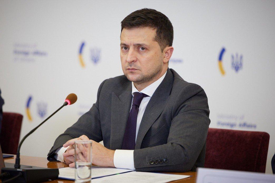 الرئيس الاوكراني يلتقي السفراء