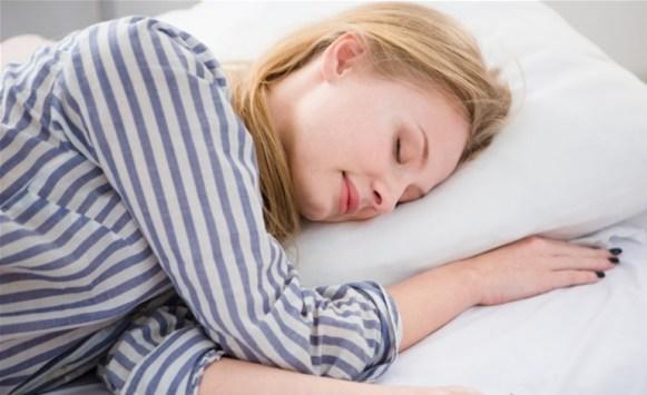 النوم بالبيجامة خطر يهدد الصحة، اليك السبب