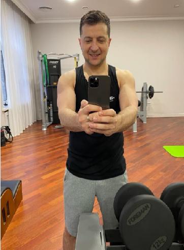 زيلنيسكي ينشر صور بملابس الرياضة