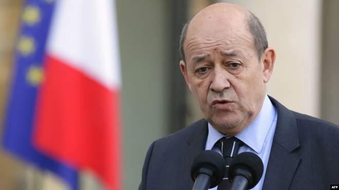 وزير الخارجية الفرنسي يؤكد على خطورة الاعتقالات في روسيا