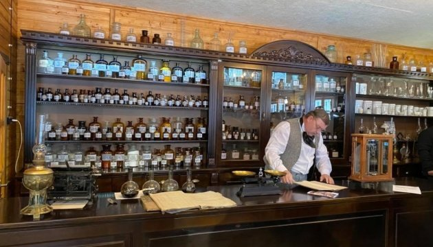 يوهان زيج يفتتح متحف صيدلة في لفيف