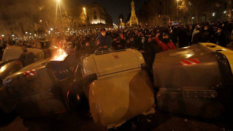 احتجاجات على سجن مغني الراب بابلو اسيل في المدن الاسبانية