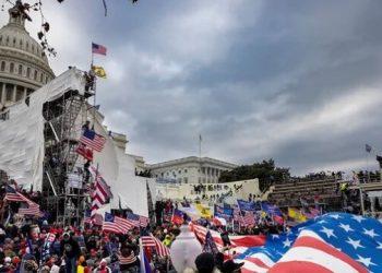 اعتقال 280 مشاركًا في اقتحام مبنى الكابيتول في الولايات المتحدة