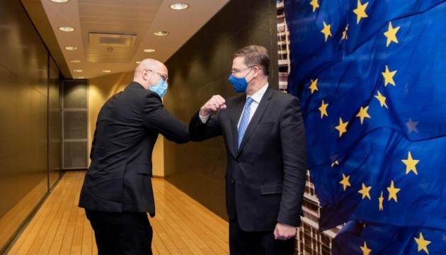 الاتحاد الأوروبي مستعد لبدء النظر في تحرير التجارة مع أوكرانيا - دومبروفسكيس