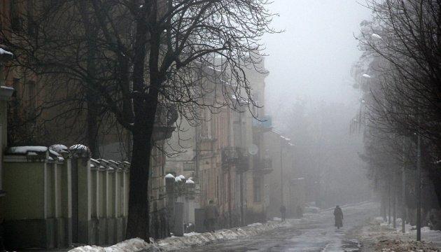 الشتاء يودع اوكرانيا تاركا خلفه الضباب والصقيع الخفيف