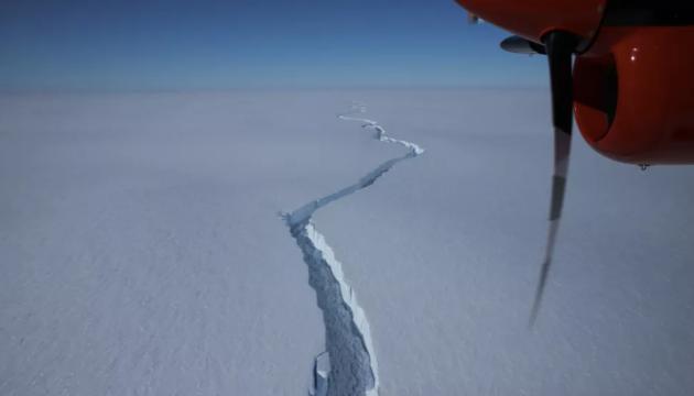 انفصال جبل جليدي عملاق عن القارة القطبية الجنوبية