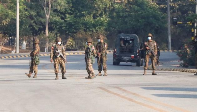 جيش ميانمار يقوم بحظر مواقع تويتر وانستغرام