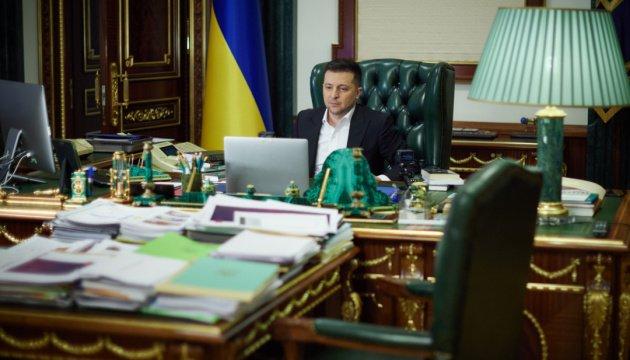 زيلينسكي ودانيلوف يناقشان عقوبات مجلس الأمن القومي والدفاع