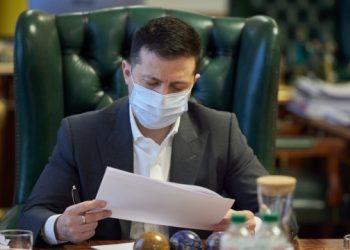 زيلينسكي يصادق على قانون الاستفتاء