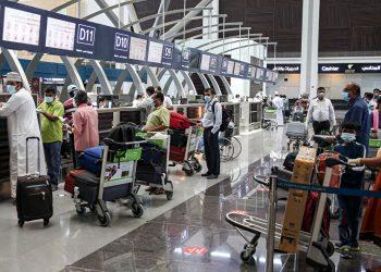 عمان تحظر دخول الزوار وحتى المواطنون من عشره دول تفاصيل