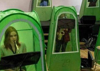 في واشنطن دروس الموسيقى تقام في خيام مغلقة