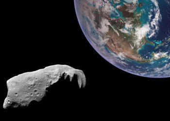 كويكب بحجم ملعب يقترب من الأرض