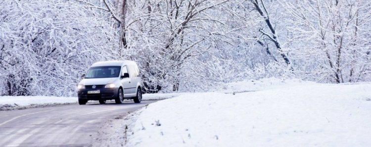 كيفية قيادة السيارة في الجليد فترة خطيرة قادمة على سائقي السيارات