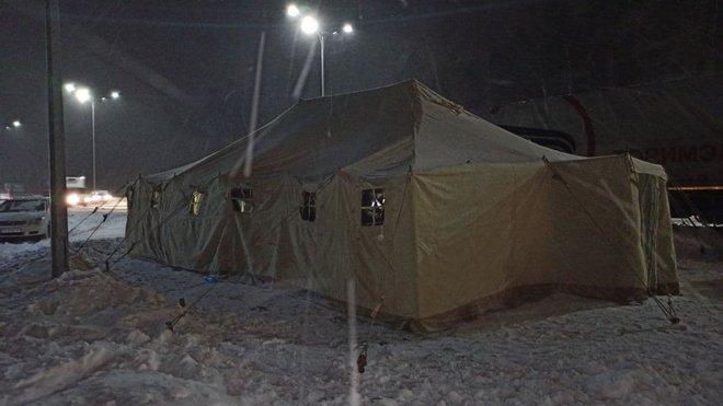 نقاط تدفئة للسائقين عند مداخل كييف بسبب سوء الاحوال الجوية