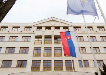 سلوفاكيا لأوكرانيا تعتذر لاوكرانيا بعد تصريحات رئيس الوزراء حول ترانسكارباثيا
