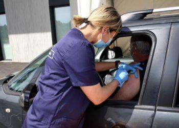 البدء باعطاء اللقاح ميدانيا في فرنسا