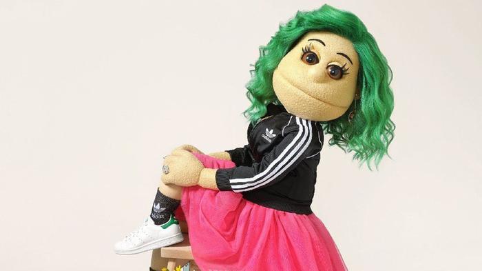 أبلة فاهيتا تتحول إلى عارضة أزياء لحملة أديداس