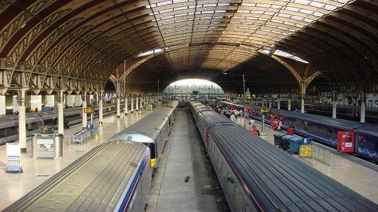 السلطات البريطانية تخلي محطة قطارات جسر لندن