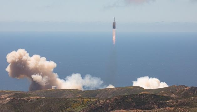 الولايات المتحدة تطلق صاروخًا يحمل شحنة عسكرية سرية إلى الفضاء