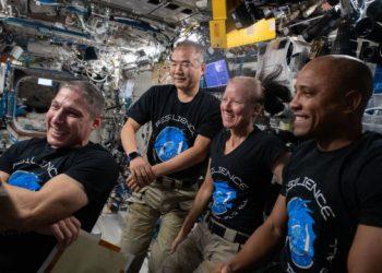 تأجيل عودة رواد الفضاء إلى الأرض بسبب الظروف الجوية السيئة في الفضاء