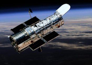 تلسكوب هابل الفضائي يظهر عنقود مجري في الكون