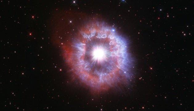 تلسكوب هابل الفضائي يظهر نجمًا عملاقًا على وشك أن يدمر نفسه