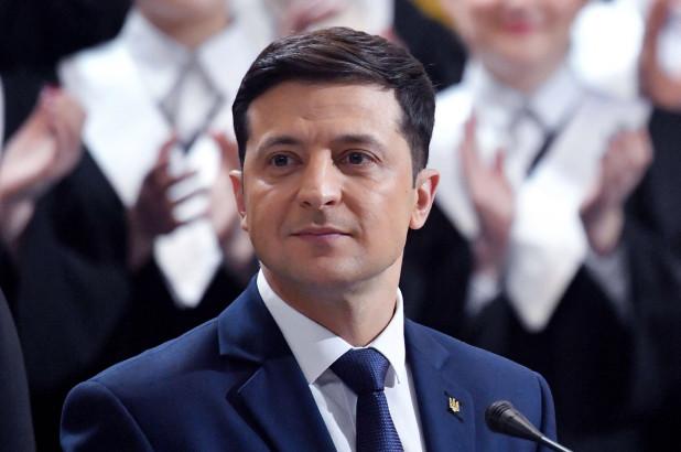 زيلينسكي يدعو إلى إشراك الولايات المتحدة وكندا والمملكة المتحدة لحل الوضع في دونباس