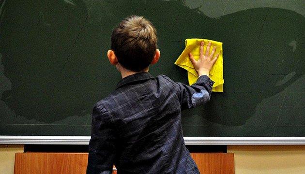 عودة طلاب الصفوف الأولى في لفيف إلى مدارسهم يوم الاثنين
