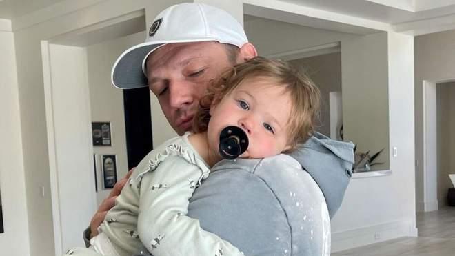 قائد فرقة باك ستريت بويز الشهيرة نيك كارتر يصبح أباً للمرة الثالثة