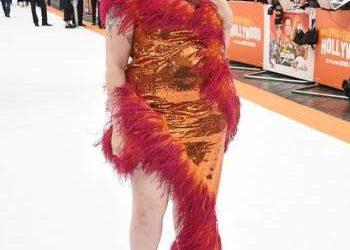 """لينا دنهام تطلق مجموعتها للأزياء تحت اسم """" احتفلي بمظهر منحني"""""""