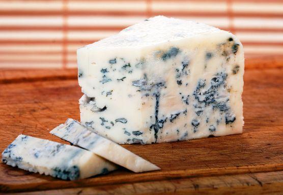 ما مدى أمان تناول الجبن الأزرق