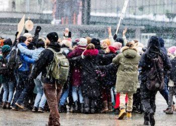 موجة احتجاجات تجتاح جميع أنحاء أوروبا الحجر الصحي