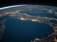 هل يمكن أن ينهي المجال المغناطيسي الحياة على الأرض