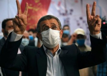 التلفزيون الإيراني يعلن خوض أحمدي نجاد السباق الرئاسي