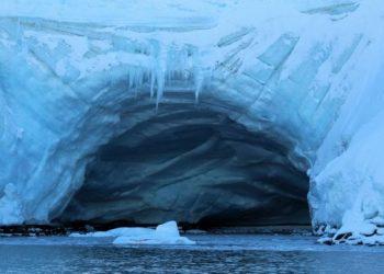 خبير: علينا النظر بجدية في حجم التلوث البلاستيكي في القارة القطبية الجنوبية