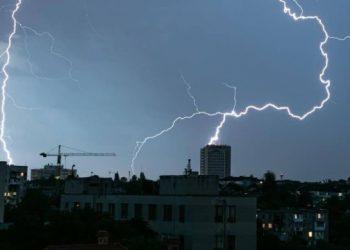 البرق يقتل شخصين في تشيركاسي