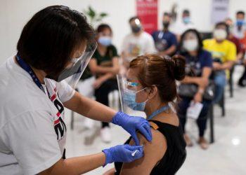 الفلبين تعيد افتتاح صالات رياضية والمتاحف مع انحسار فيروس كورونا