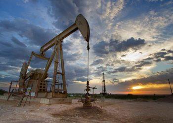 انخفاض أسعار المواد النفطية اثر تفشي فيروس كورونا الجديد في جميع أنحاء العالم