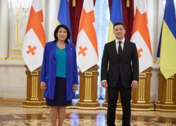 رئيس أوكرانيا يلتقي برئيسة جورجيا..وحفل ترحيب في القصر..