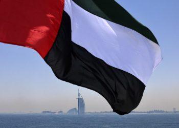 الإمارات تبدأ بمنح التأشيرات الذهبية للأطباء