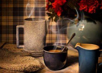 بدون آلة القهوة ولا الماء المغلي، اصنع قهوة لذيذة في فنجان