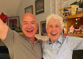 رجل أعمال مشهور يحقق حلم امرأة تبلغ من العمر 82 عامًا