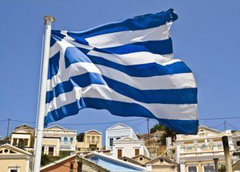 شواطئ اليونان تشهد ظهرو رغوة بيضاء كثيفة