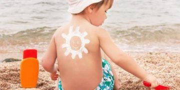 """كيف تحمي طفلك من أشعة الشمس """"نصائح ذهبية"""""""
