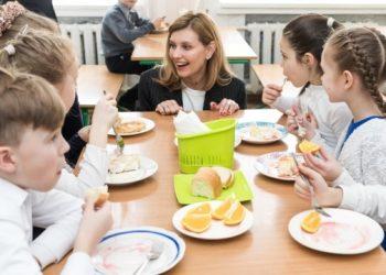 الحكومة تخصص 400 مليون لإصلاح التغذية المدرسية