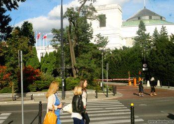 الخبراء يوصون الأوكرانيين المهاجرين للعمل على الحذر من المحتالين