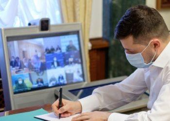 الرئيس يوقع على قانون الخدمات القنصلية المجانية للفئات الضعيفة