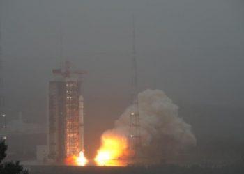 الصين تطلق مجموعة من الأقمار الصناعية في المدار