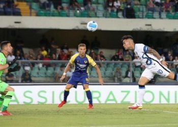 اللاعب إنتر فاز على فيرونا وقاد الدوري الإيطالي