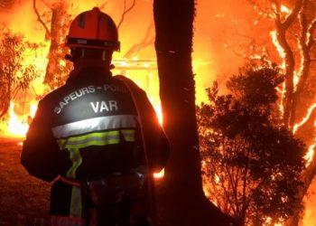 اليوم الثالث من حرائق الغابات في فرنسا احترق 5000 هكتار